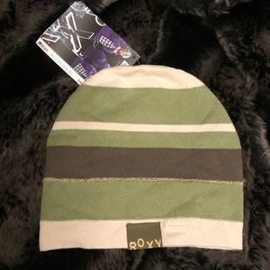 NWT! Lightweight Roxy beanie from Quicksilver